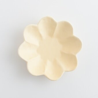 Celebrity inspired matte hand pinch petal-shaped dish hand-made